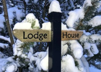 Signpost for Cairnhill Lodge and Cairnhill House